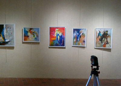 Exposition 1er salon des artistes Château d'Ardenay, Jeanne, artiste peintre au style abstrait et coloré. (85) Les Herbiers, Vendée.