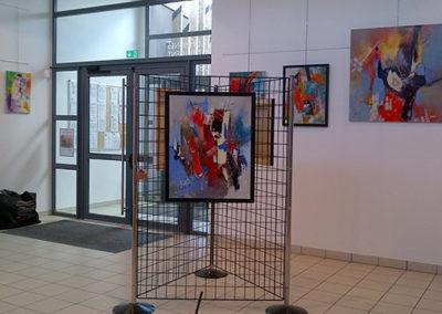 Exposition Communauté communes St-Fulgent, Jeanne, artiste peintre au style abstrait et coloré. (85) Les Herbiers, Vendée.
