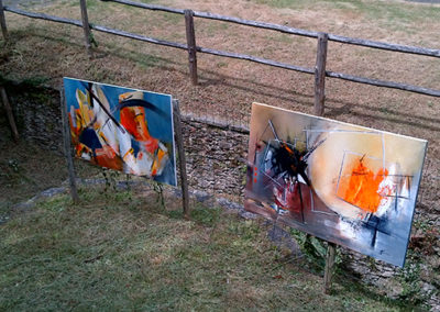 Exposition l'Art au jardin Mouchamps, Jeanne, artiste peintre au style abstrait et coloré. (85) Les Herbiers, Vendée.