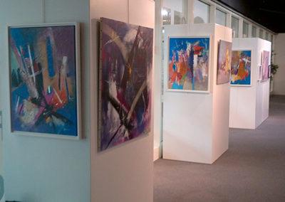 Exposition Leclerc Sud La Roche sur Yon, Jeanne, artiste peintre au style abstrait et coloré. (85) Les Herbiers, Vendée.
