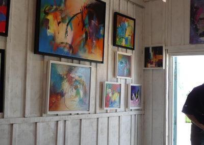 Exposition St Trojan Ile d'Oléron, Jeanne, artiste peintre au style abstrait et coloré. (85) Les Herbiers, Vendée.