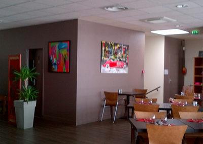 Exposition Rondeau Gourmand Les Herbiers, Jeanne, artiste peintre au style abstrait et coloré. (85) Les Herbiers, Vendée.