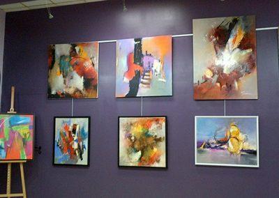 Exposition, l'Art à l'Îlot, Saint-Laurent-sur-Sèvre, Jeanne, artiste peintre au style abstrait et coloré. (85) Les Herbiers, Vendée.